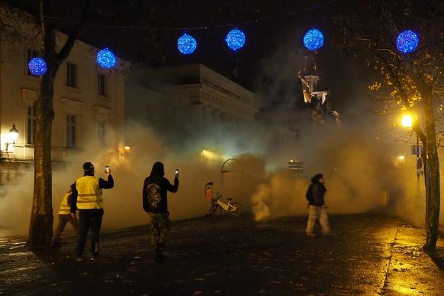 Primer ministro francés pide diálogo tras protestas violentas en Francia