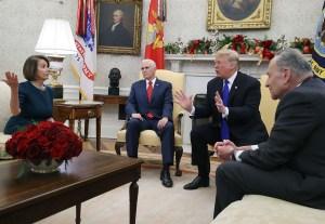 Trump exige su muro fronterizo con México en una reunión televisada desde la Oficina Oval