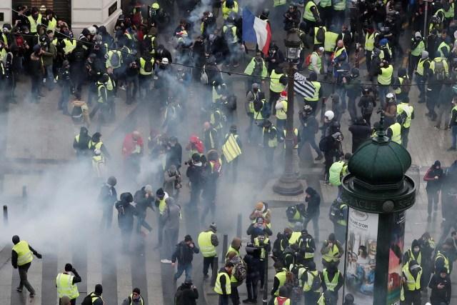 Varios periodistas heridos en las protestas en París
