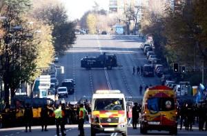 Madrid saca las tanquetas a las calles para frenar a las barras bravas argentinas (Fotos)