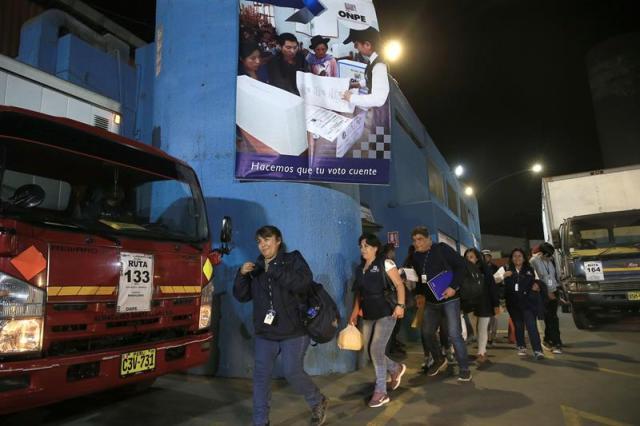 Comienza la votación del referéndum sobre reforma política y judicial en Perú
