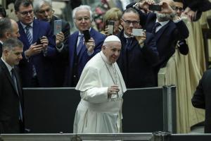 El Papa llama a reflexionar esta Navidad sobre la situación de los refugiados