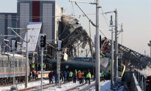 Detenidos 3 empleados de ferrocarriles turcos por accidente con 9 muertos