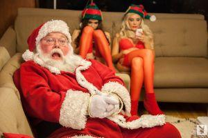 Santa SE ACTIVÓ y le trajo a los grandecitos de la casa la edición navideña de NALGAS (FOTOS)