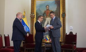 Gobierno bolivariano entregó nota de protesta a encargado de negocios de Estados Unidos (Fotos)