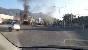 Protestan en Mariara quemando cauchos para exigir la entrega de bolsas Clap #14Dic