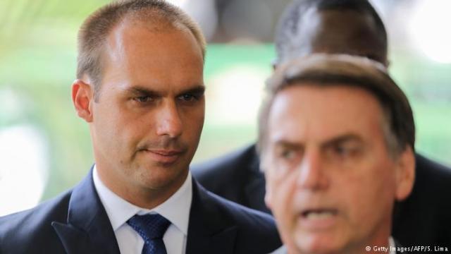 """Hijo de Bolsonaro ofrece Brasil para juzgar """"dictaduras"""" de Cuba y Venezuela"""