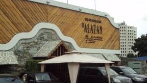 Restaurante El Alazán se adapta a la época navideña