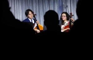 Venezolanos en Memphis: Violonchelistas organizan donación de cuerdas para instrumentos para enviar a Venezuela