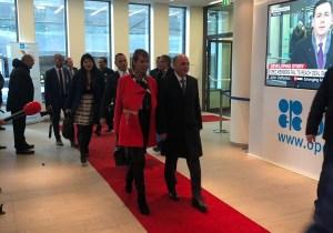 Austeridad roja-rojita: Ministro Quevedo se llevó a su esposa a la reunión de la Opep (foto)