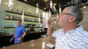¿Quieres vivir más de 90 años? Bebe alcohol y café