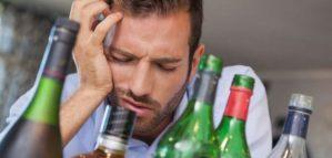 Hombre se emborrachó durante 10 años para encontrar la cura ideal a la resaca