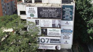 El antiguo edificio Mónaco de Pablo Escobar fue empapelado en homenaje a las víctimas del Cártel de Medellín