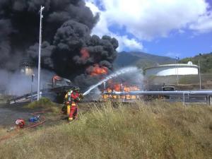 Impactantes imágenes del incendio en la planta de Pdvsa en Guatire que dejó un muerto y varios heridos graves