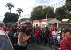 Fanáticos acompañan el féretro de Luis Valbuena hacia el Cementerio Metropolitano de Barquisimeto (Fotos+Video)