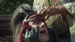 Documentan las transformaciones de mujer trans que sueña con ser un caballo (Fotos y Tráiler)