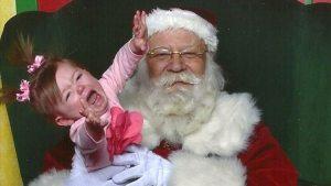 Despidieron a una profesora que reveló a los niños el secreto de Papá Noel