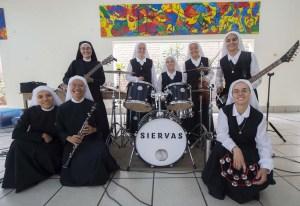 Siervas, las religiosas roqueras que harán bailar al Papa en Panamá (Fotos)