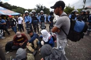 Cientos de migrantes hondureños retoman en Guatemala su camino hacia EEUU