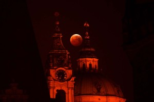 Cautivante eclipse total de la Luna (Fotos)