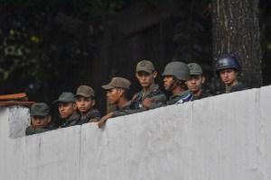 27 militares involucrados en el alzamiento contra Maduro han sido detenidos