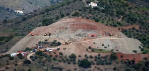 Los técnicos preparan el túnel para rescatar a niño atrapado en un pozo en España
