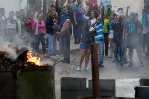 Al grito ¡libertad! vecinos de Cotiza se enfrentan a las fuerzas represivas del régimen (FOTOS)