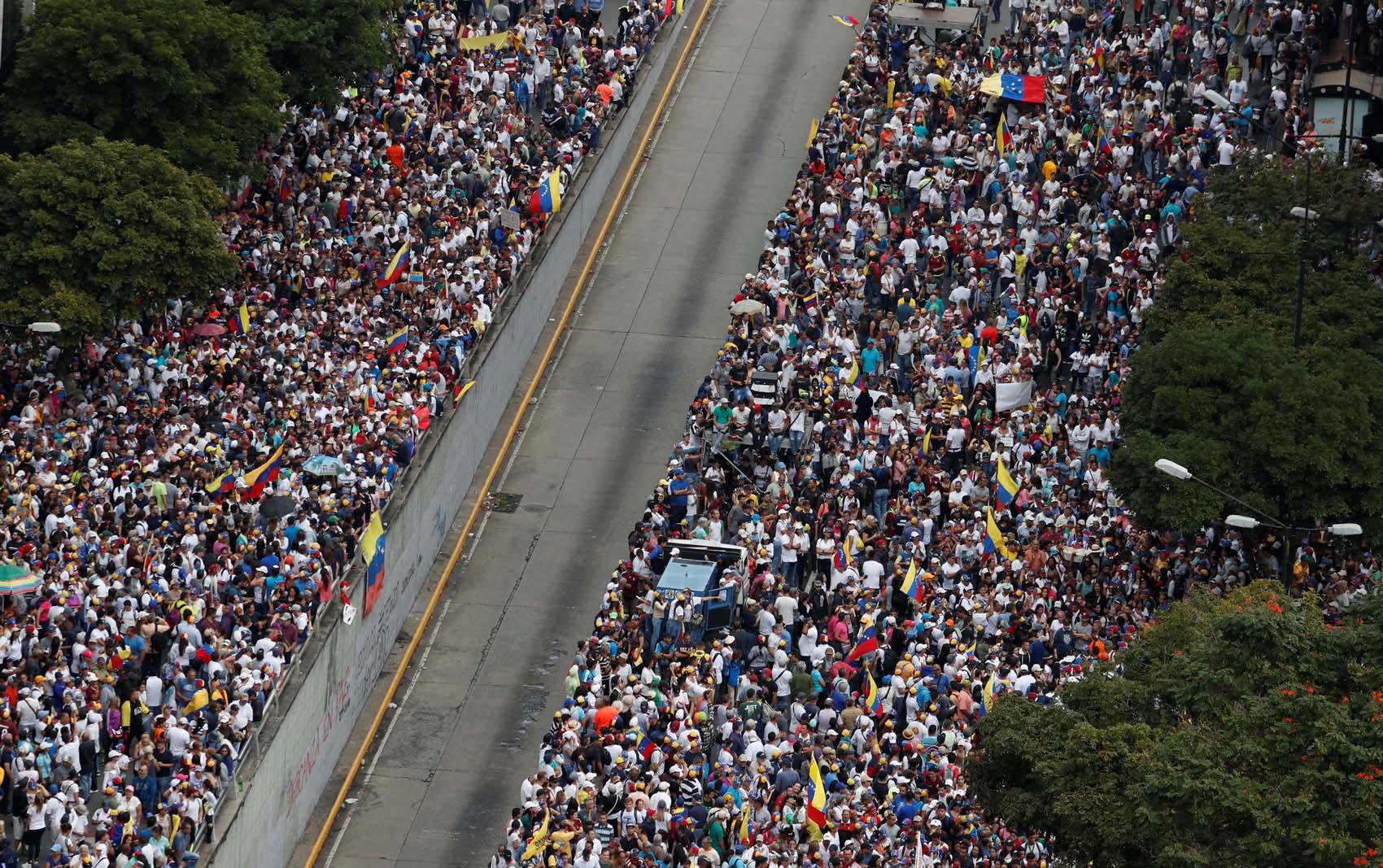 Un gentío toma las calles de Venezuela para desconocer legitimidad de Maduro (tomas aéreas) #23Ene