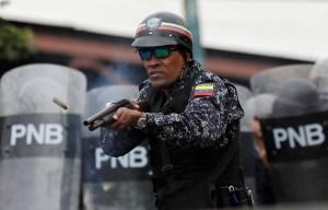 LA FOTO: El cobarde rostro de la represión chavista #23Ene