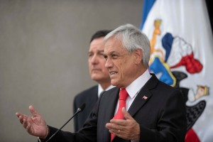 Piñera insta a Maduro a dejar pasar la ayuda humanitaria desde Colombia
