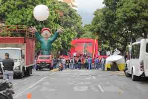 Un Chávez de goma, sin pueblo, apostado en paupérrima concentración oficialista (FOTO)