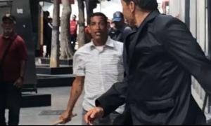EN VIDEO: Momento en que chavistas agreden e intentan robar a diputados (incluye Cabeza de Mango)