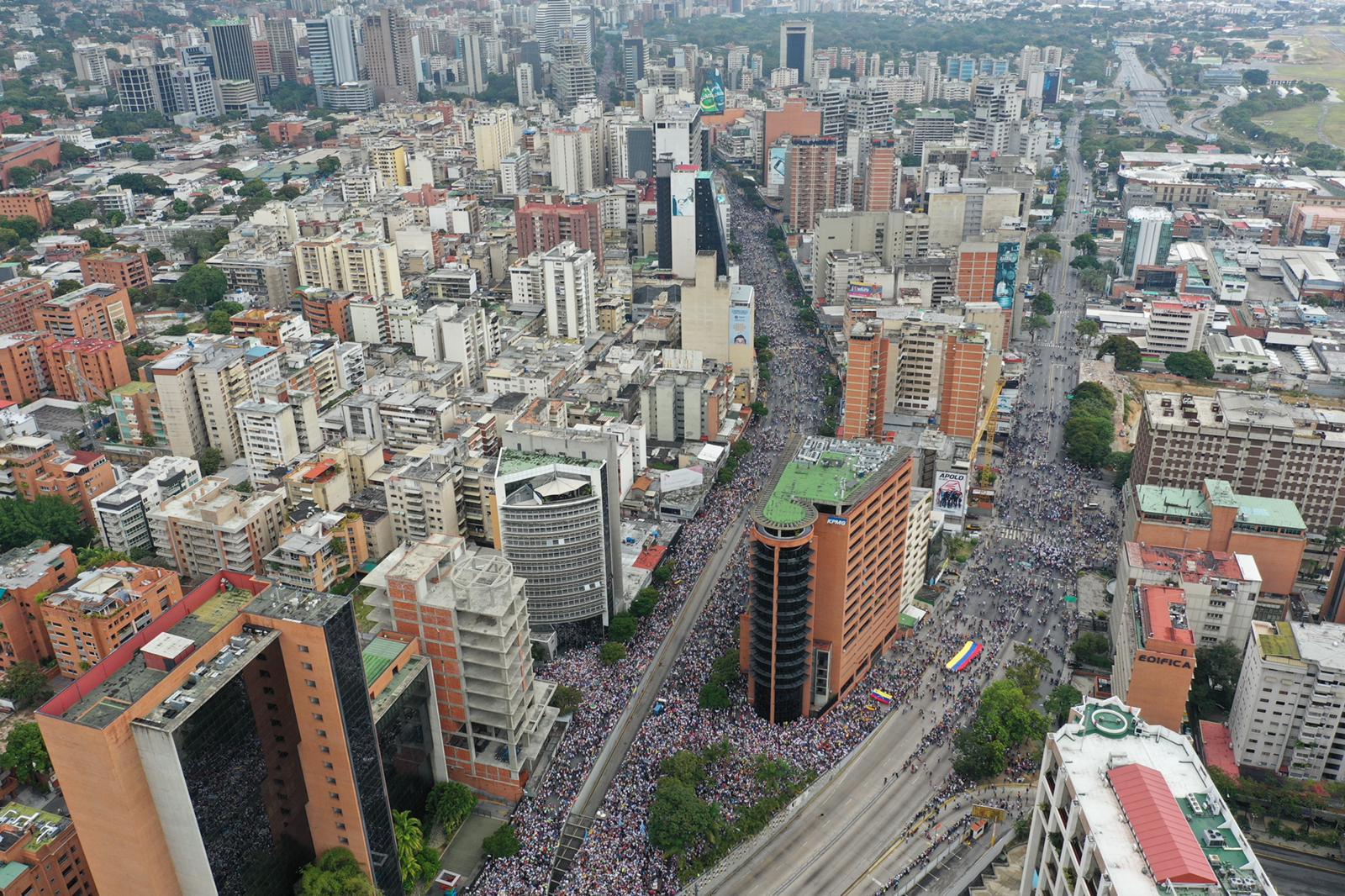 Desde un drone... las FOTOS de la masiva concentración en la plaza Juan Pablo II #23Ene