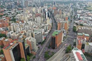 Desde un drone… las FOTOS de la masiva concentración en la plaza Juan Pablo II #23Ene