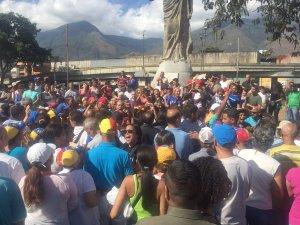 ¡Maduro sí se va! La respuesta que recibieron los chavistas al intentar sabotear el Cabildo Abierto en Petare (Video)