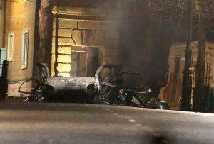 Explota en Irlanda del Norte un presunto carro bomba (Fotos)