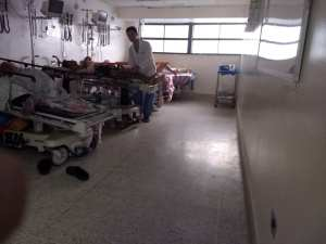 Emergencia del Hospital Universitario de Caracas: Al filo de la muerte (fotos)
