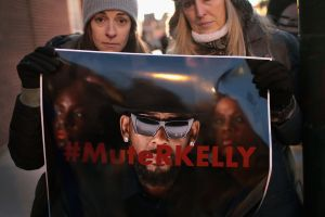 Pederastia, violación y esclavitud sexual: La industria del entretenimiento boicotea a R. Kelly por nuevas denuncias