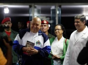 """Earle Siso, el nuevo director del Hospital Universitario, aseguró que Chávez estaba """"curado"""" de cáncer"""
