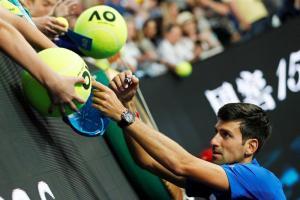 Djokovic pasa a semifinales de Australia sin desgaste, Serena eliminada