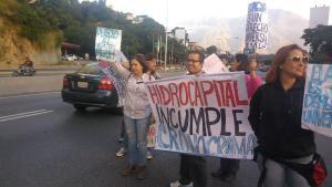 Protestan por falta de agua en el Distribuidor Santa Fé