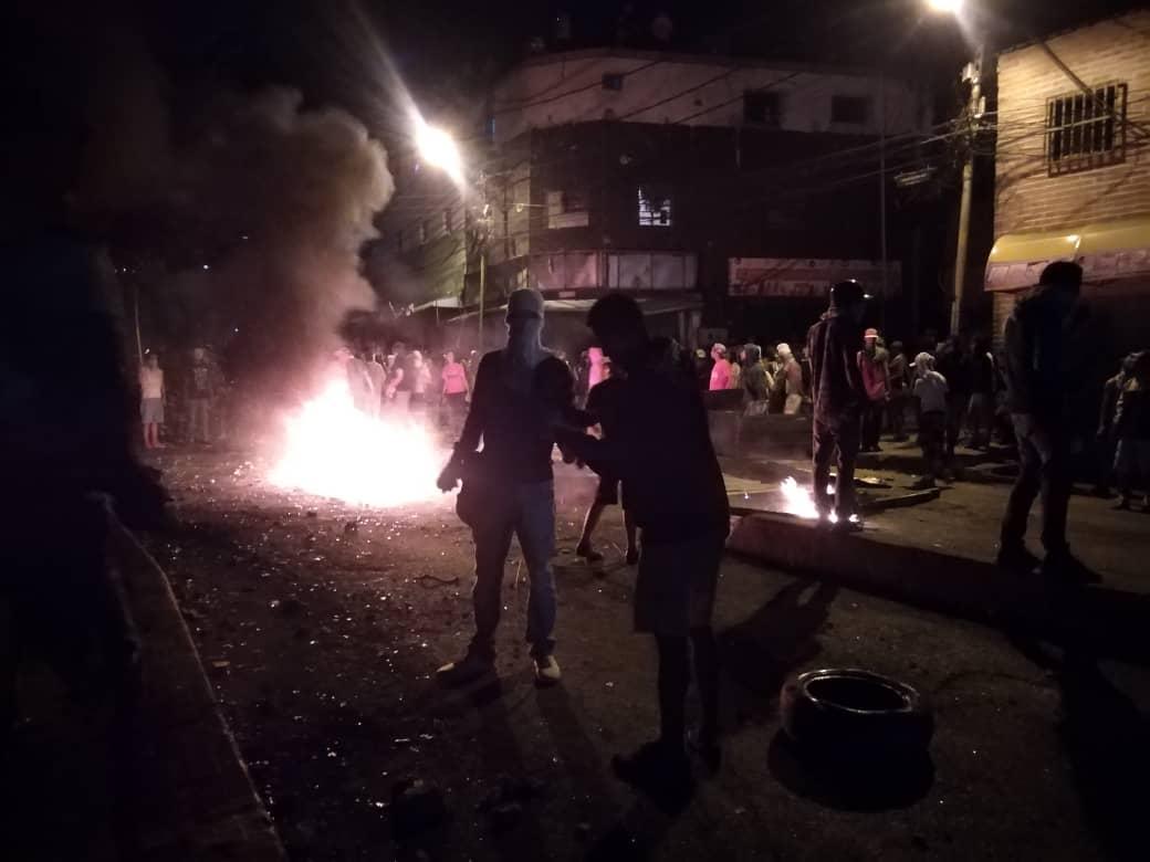 En barrios y comunidades: OVCS registra 63 protestas en la Gran Caracas durante la noche del #22Ene