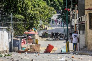 EN IMÁGENES: Así fue la protesta de vecinos de Cotiza en apoyo al alzamiento de la GNB