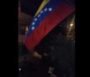 Se alza Catia La Mar: Vecinos salen en caravana a protestar contra Maduro (Video)
