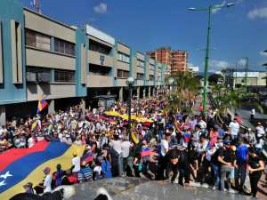 Carabobeños colman  las calles para pedir la salida de Maduro #23Ene (fotos y video)