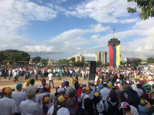 9:30 am Larenses inician concentración en la Catedral de Barquisimeto (Fotos y video)