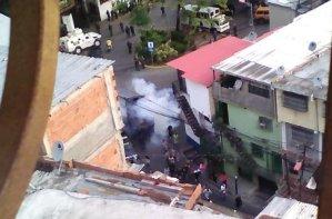 Reprimen con lacrimógenas a vecinos en Cotiza #21Ene (VIDEO)