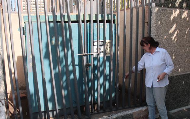 """Un mes sin electricidad en Maracaibo y """"contratistas"""" de Corpoelec cobran dólares para reponerla"""