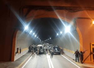 Enfrentamiento con funcionarios de la GNB en el túnel La Planicie deja un herido #23Ene