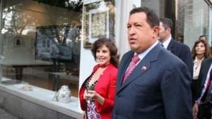 Eva Golinger relató cómo la acosó Hugo Chávez en su cuarto privado